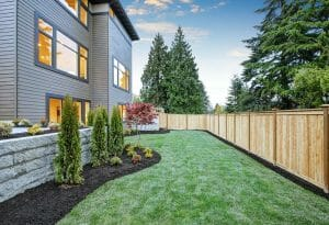 mulch-lining-fence-and-nice-home-in-raleigh-nc